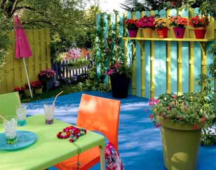 Decoration balcon cloison bois peinture vert mobilier de for Decoration de jardin en bois