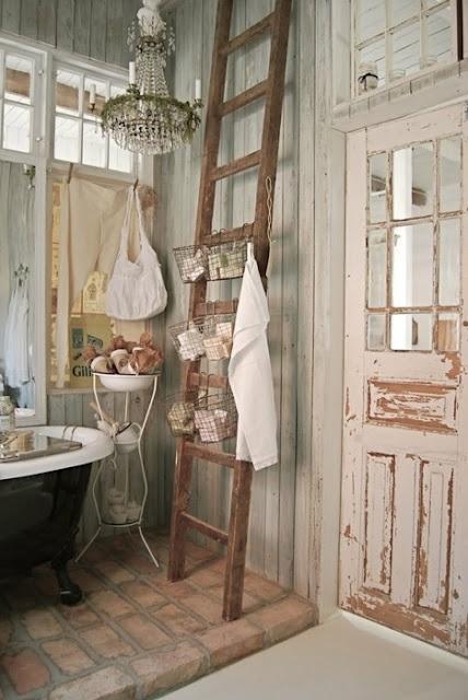 Ma tresse d co sur une chelle perch e floriane - Echelle bois deco ...