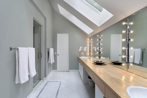 10 id es pour am nager un mansard floriane lemari - Petite salle de bain sous pente ...