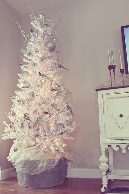 Des sapins blancs comme neige floriane lemari - Decorer un sapin blanc ...