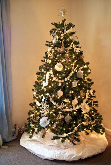 Des sapins blancs comme neige floriane lemari for Sapin de noel decoration blanc argent