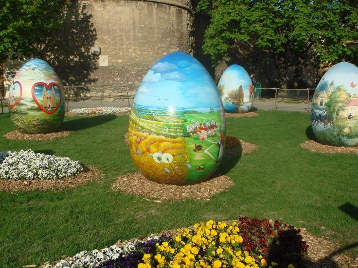 P ques au jardin floriane lemari for Decoration jardin paques