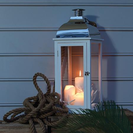 La d co s 39 claire la lanterne floriane lemari for Lanterne avec bougie exterieur