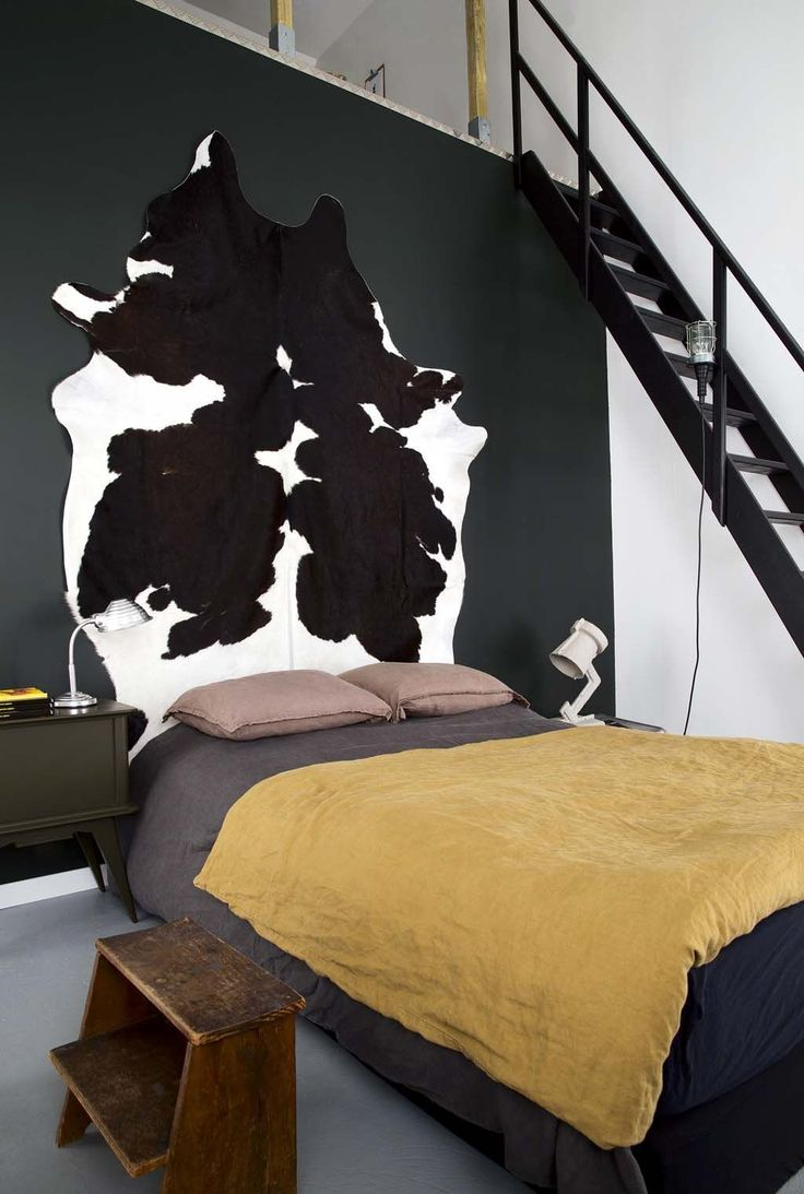l 39 id e d co du samedi une peau de vache comme t te de lit floriane lemari. Black Bedroom Furniture Sets. Home Design Ideas