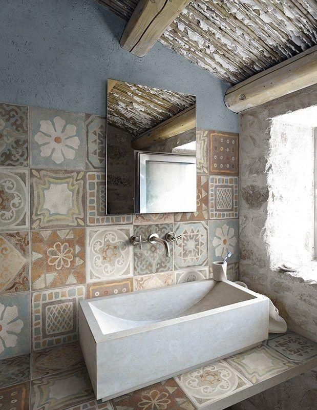 Du rustique dans la salle de bain floriane lemari - Decoration salle de bain rustique ...