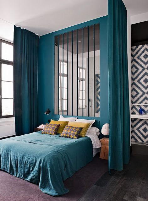 D co bleu canard et jaune floriane lemari for Decoration chambre bleu nuit et or