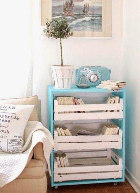 ... du samedi : un meuble de rangement avec des palettes et des cagettes