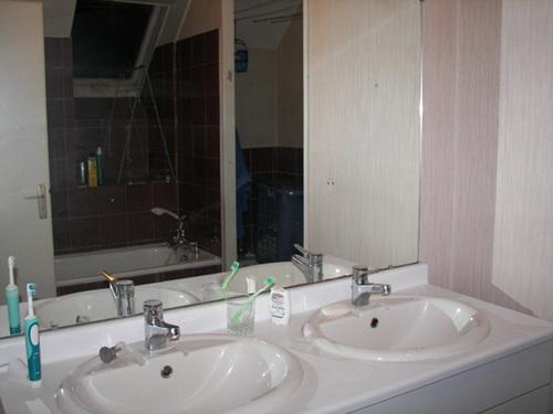 Avant apr s r novation d 39 une salle de bain dans un style for Salle bain ancienne