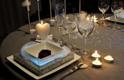 pr parez une belle table pour la saint valentin floriane lemari. Black Bedroom Furniture Sets. Home Design Ideas