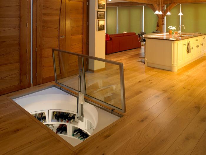 un passage secret non une cave vin dissimul e dans le sol floriane lemari. Black Bedroom Furniture Sets. Home Design Ideas