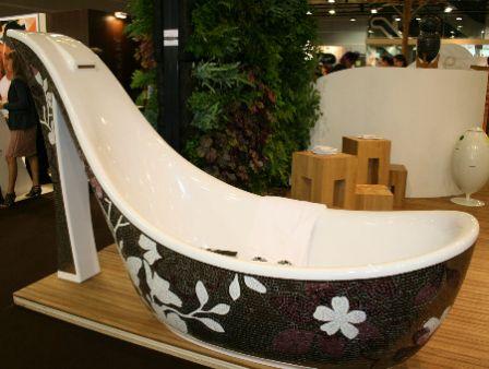 baignoire chaussure par sicis la baignoire des femmes floriane lemari. Black Bedroom Furniture Sets. Home Design Ideas