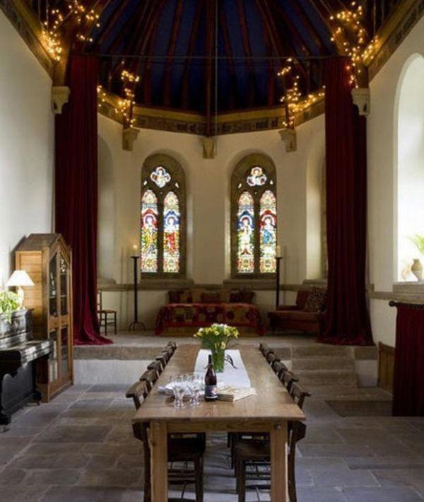 Une maison dans une église
