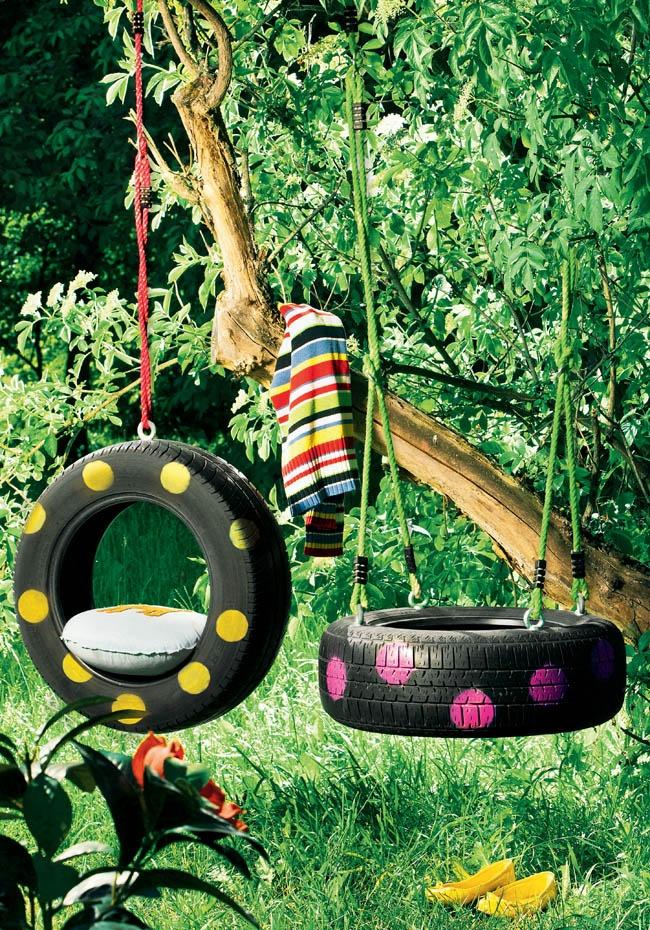 Une balançoire avec des pneus