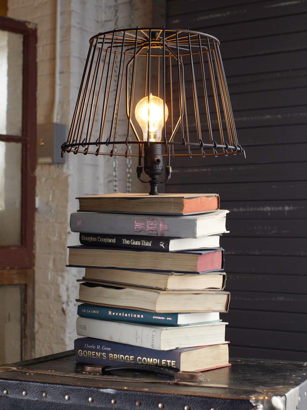 décoration lampe et livres