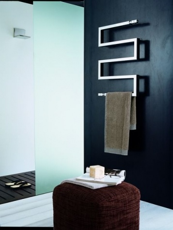 du design dans la salle de bain avec les s che serviettes floriane lemari. Black Bedroom Furniture Sets. Home Design Ideas