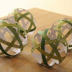 Boules de Noël en papier et tissu