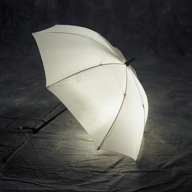 parapluies lumineux apr s la pluie la lumi re floriane lemari. Black Bedroom Furniture Sets. Home Design Ideas