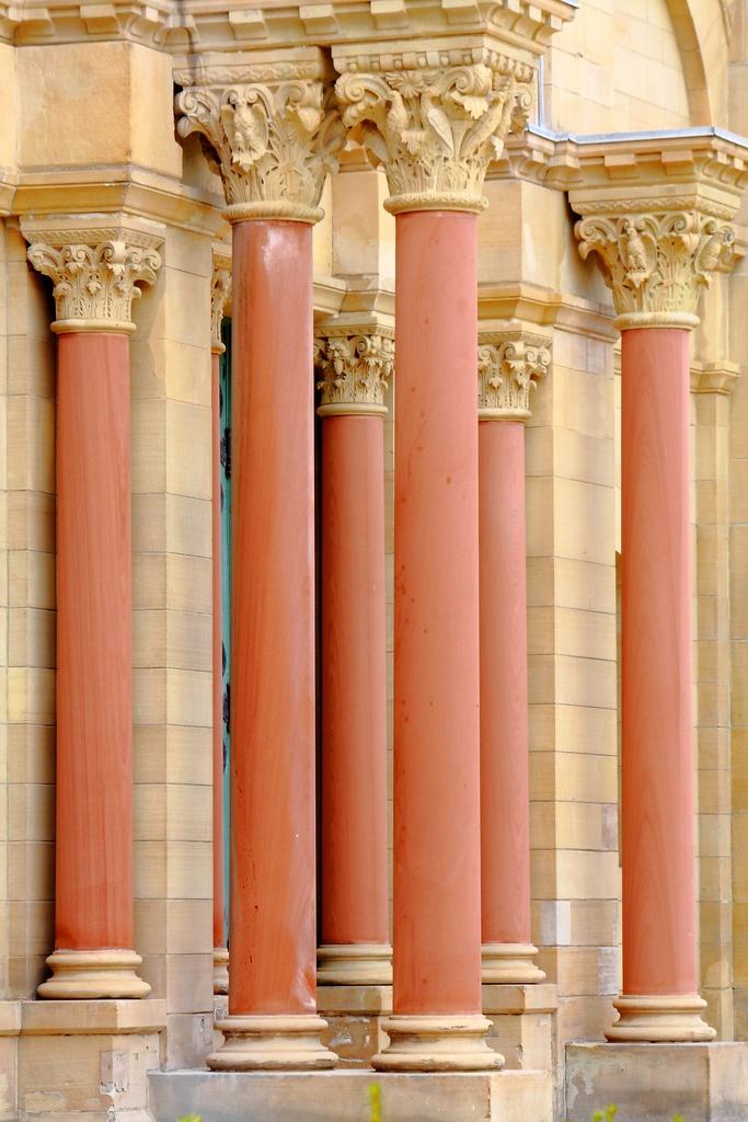 colonnes et piliers dans la maison floriane lemari. Black Bedroom Furniture Sets. Home Design Ideas