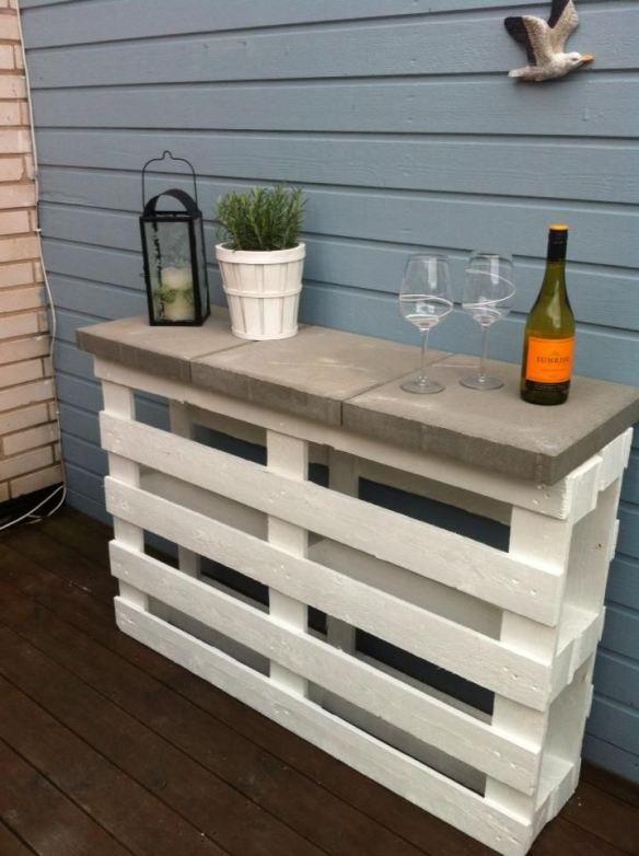 Diy fabriquer une console avec des palettes floriane lemari - Fabriquer une banquette avec des palettes ...