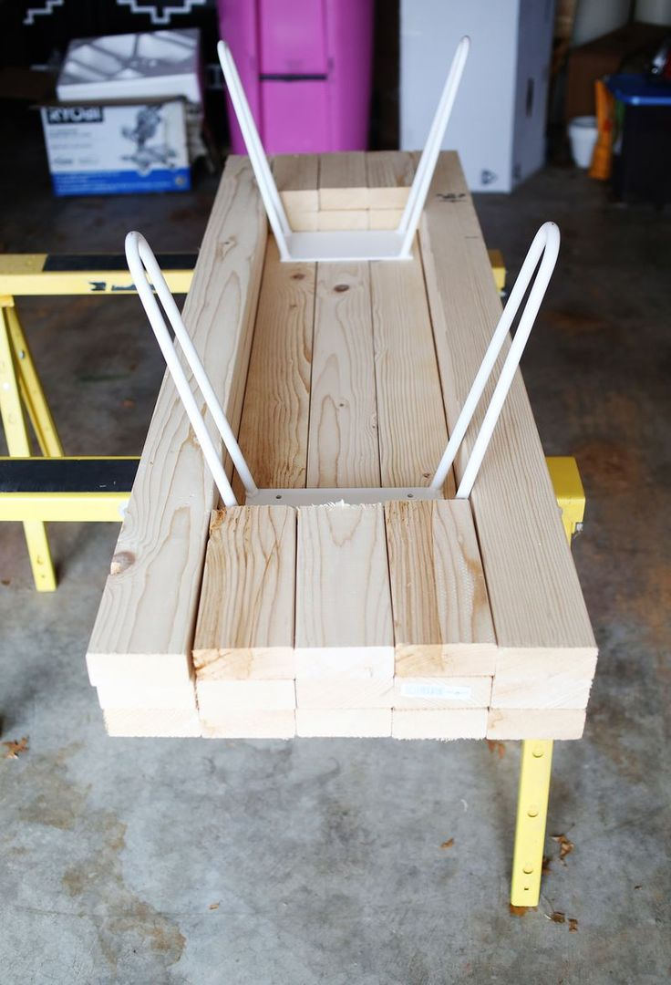 Diy fabriquer une table basse avec des planches de bois floriane lemari - Table basse planche bois ...