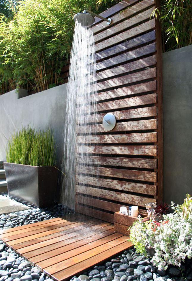 et si vous installiez une douche dans le jardin floriane lemari. Black Bedroom Furniture Sets. Home Design Ideas
