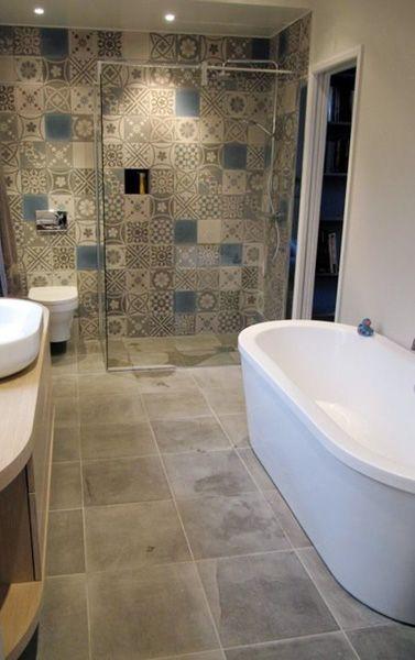 Des salles de bain avec des carreaux de ciment - Floriane Lemarié