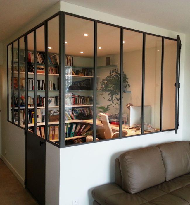 Oficina en casa con mamparas acristalada