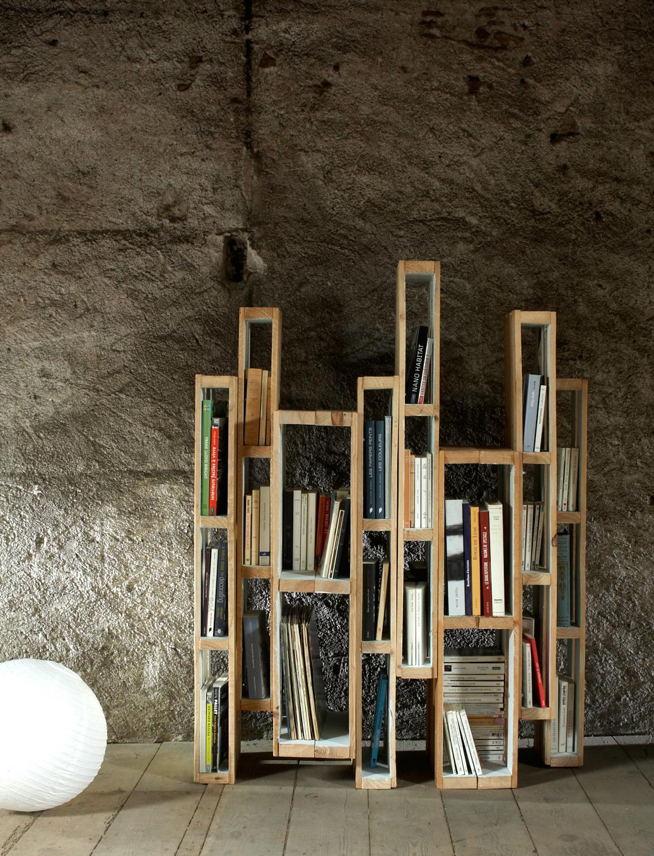 Décoration bibliothèque design avec des palettes