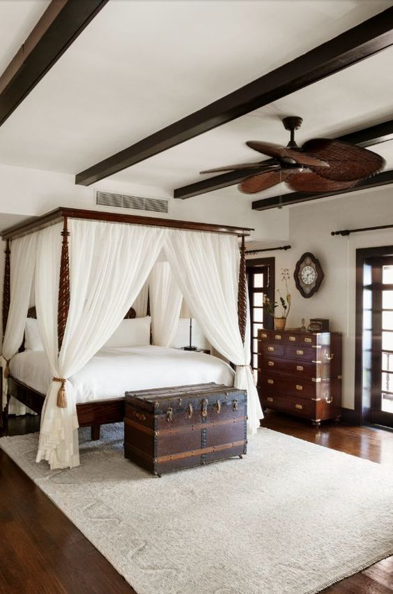 style colonial decoration. Black Bedroom Furniture Sets. Home Design Ideas