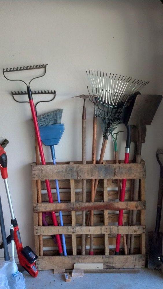 L 39 id e d co du dimanche une palette pour ranger les - Comment ranger les outils de jardin ...