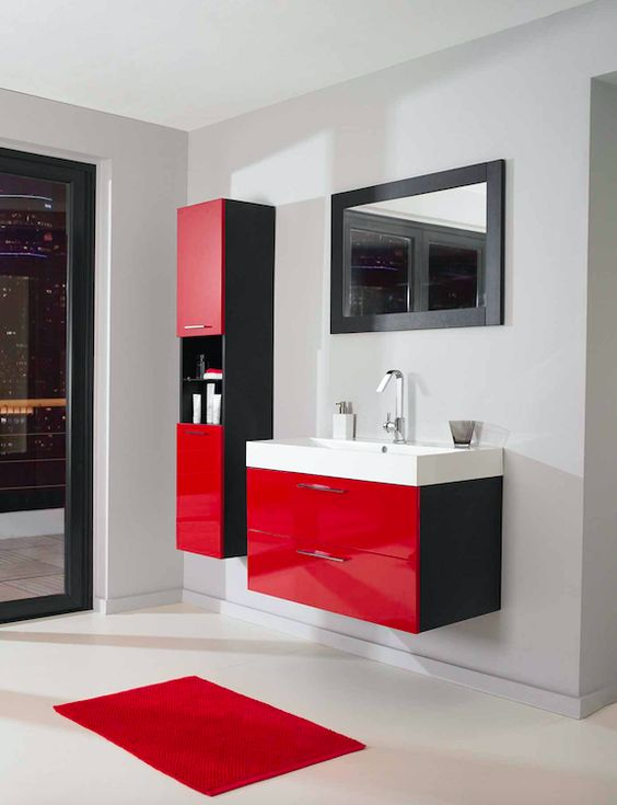 Décoration salle de bain rouge