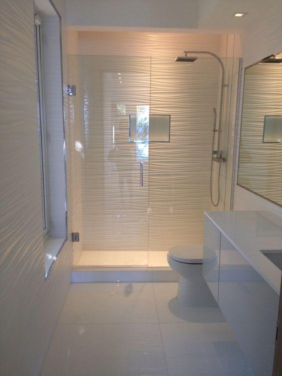 petit petite salle de bain coloree id es de design. Black Bedroom Furniture Sets. Home Design Ideas
