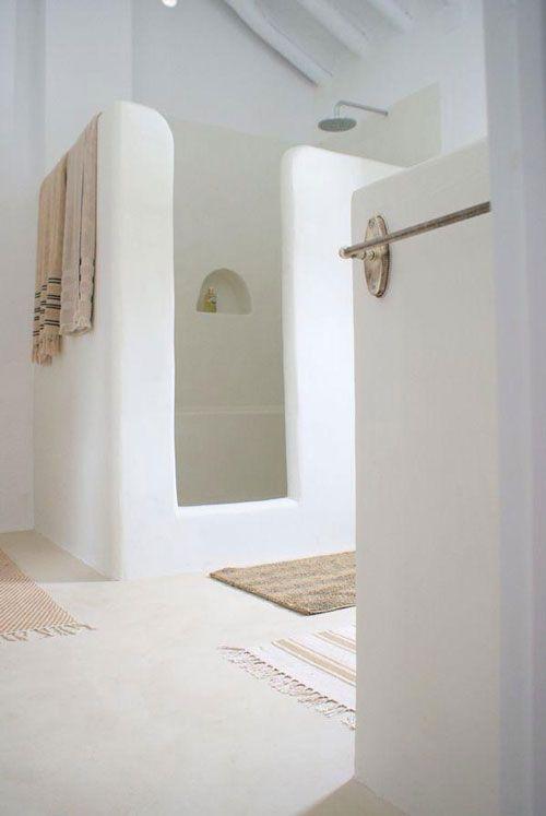 Décoration salle de bain blanche