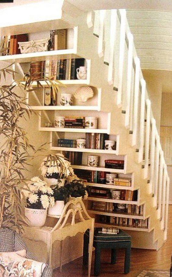 décoration sous escalier