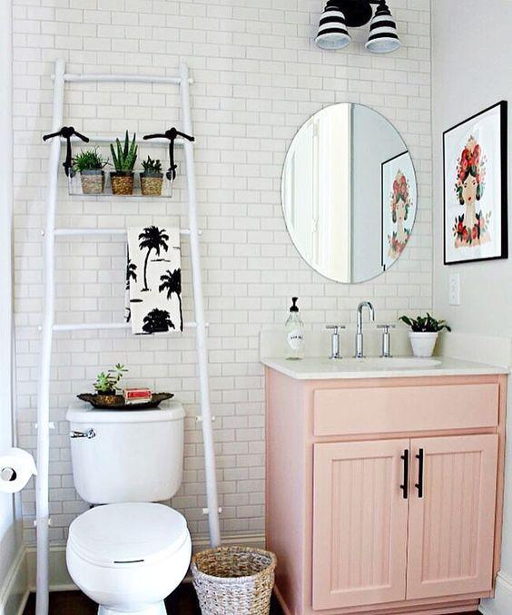 Rose poudr la salle de bain se refait une beaut for Deco salle de bain rose et gris
