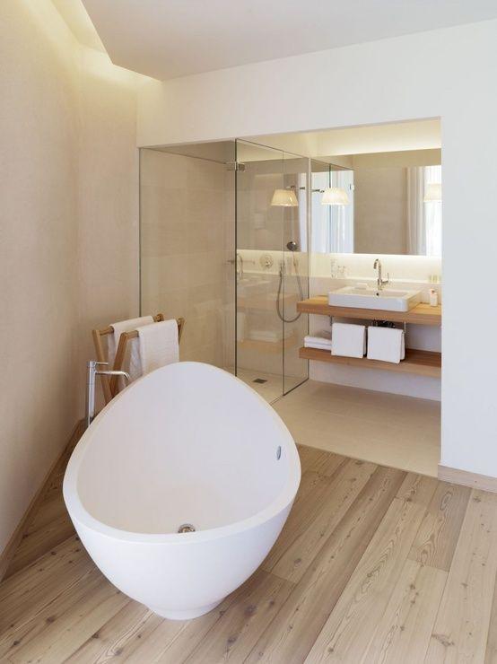 Des salles de bain tout en blanc et bois - Floriane Lemarié