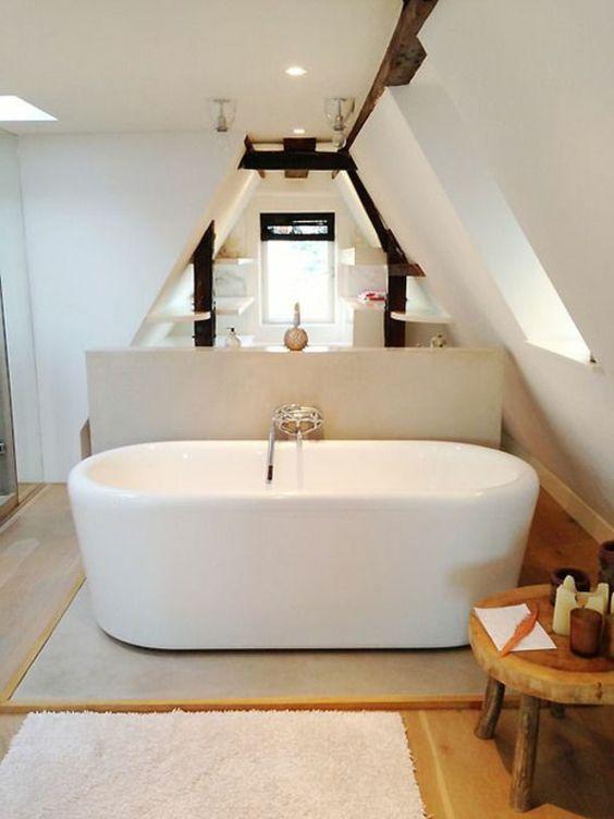 Décoration salle de bain sous combles