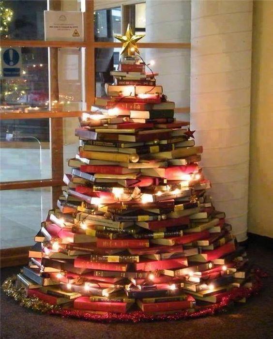 Décoration sapin de Noël avec des livres