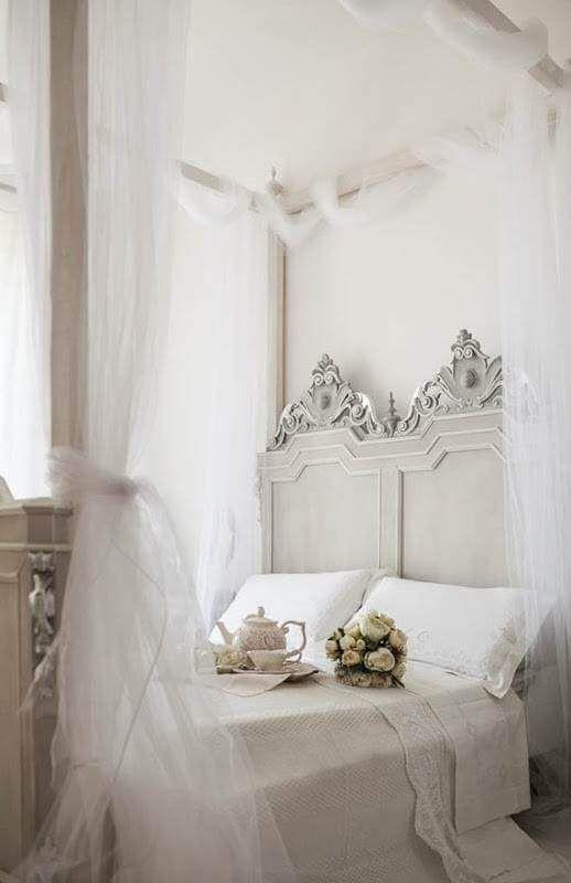 comment cr er une chambre romantique floriane lemari. Black Bedroom Furniture Sets. Home Design Ideas