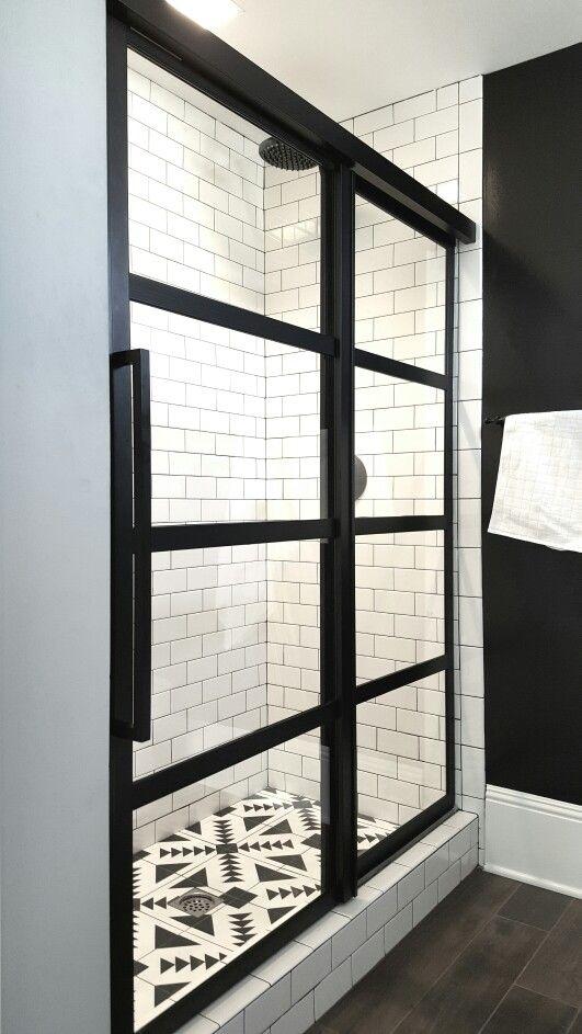 Des salles de bain en noir et blanc floriane lemari - Decoration salle de bain noir et blanc ...