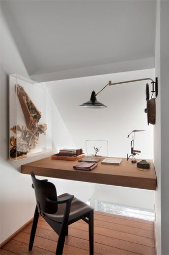 des bureaux suspendus floriane lemari. Black Bedroom Furniture Sets. Home Design Ideas