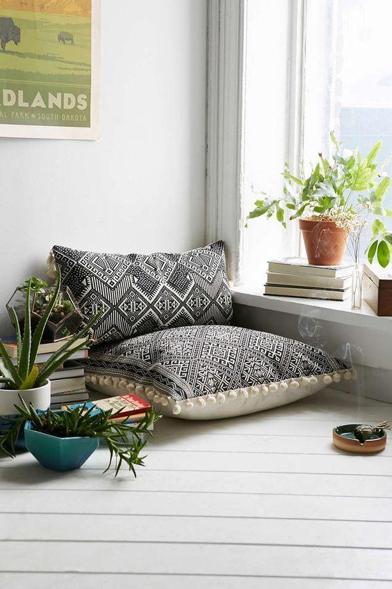 coussin de sol charme et confort dans les int rieurs. Black Bedroom Furniture Sets. Home Design Ideas